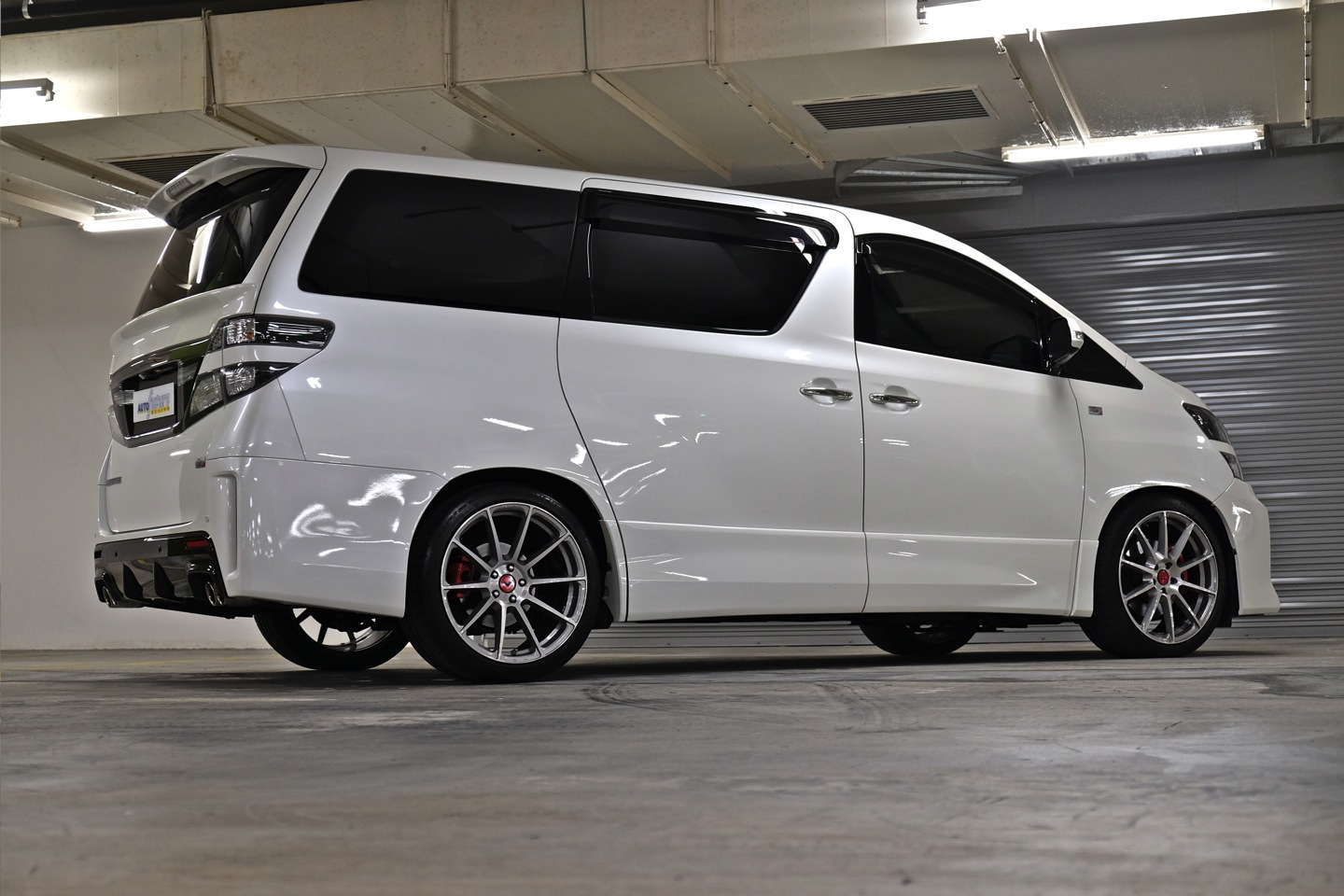 Toyota Vellfire Equipped With Vorsteiner V Ff 102 Wheels